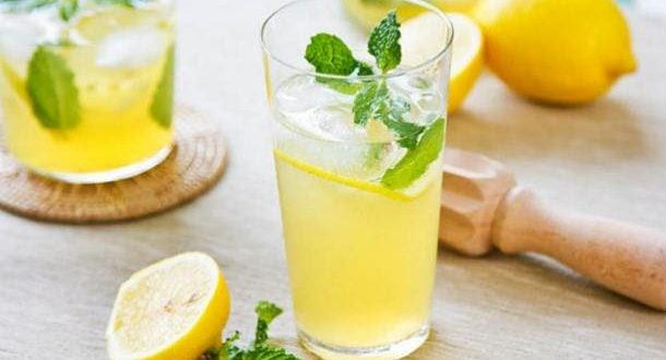 Bebida detox de limão