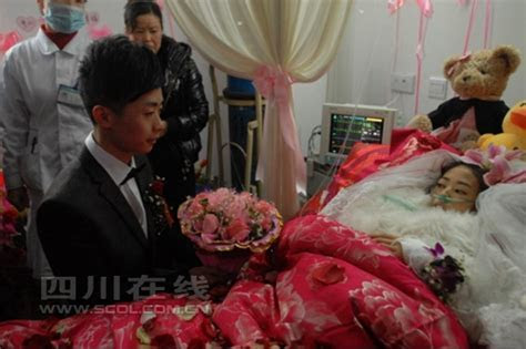 Terminally ill cancer patient weds in hospital bed  China