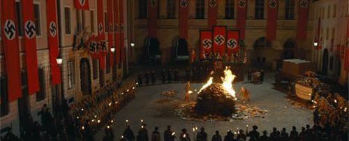 Resultado de imagen de escena quema libros la ladrona de libros