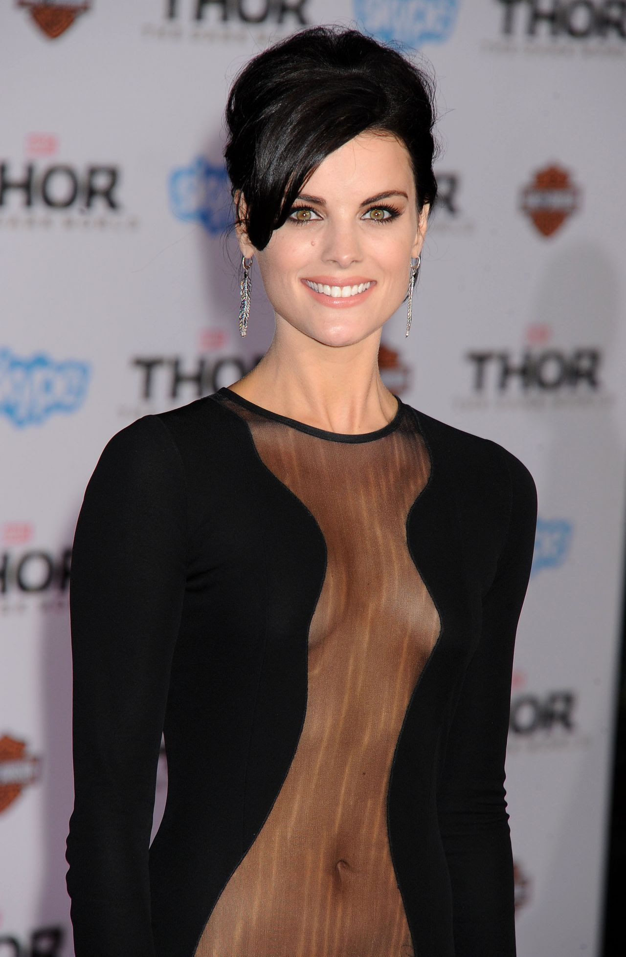 http://celebmafia.com/wp-content/uploads/2013/11/jaimie-alexander-thor-the-dark-world-premiere-in-hollywood-11-04-13-mq-hq-adds-_2.jpg