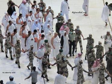 http://abushahid.files.wordpress.com/2011/11/najib-rosmah-di-mekah-3.jpg?w=371&h=278