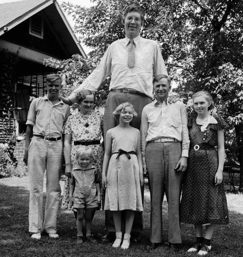 All of Wadlow's relatives were of normal weight and stature. Here's a family photo from 1935.