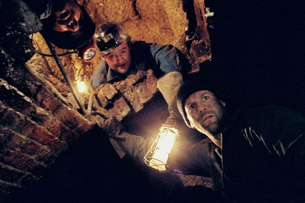 Dave (Daniel Mays) and Terry (Jason Statham) in Tunnel