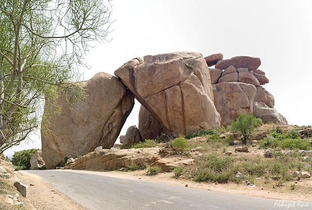Sister Rocks, Hampi