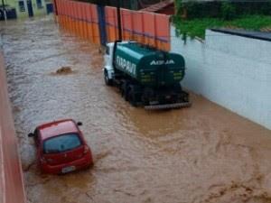Chuva em Paraibuna (Foto: Thuany Guedes/Vanguarda Repórter)