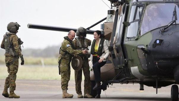Las Fuerzas Armadas han desplegado soldados, vehículos y avionetas para asistir a las tareas de recuperación tras el paso del ciclón Debbie, que ha sido declarado como