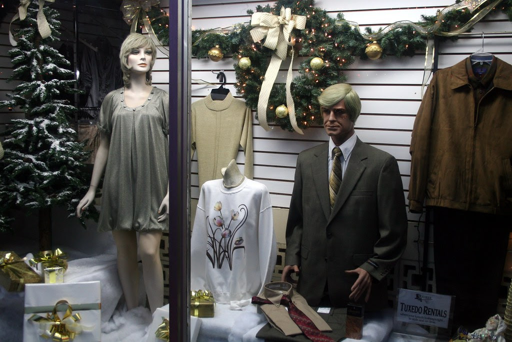 mannequin couple in many