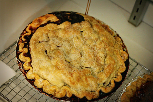 sweetiepies blackberry blueberry pie