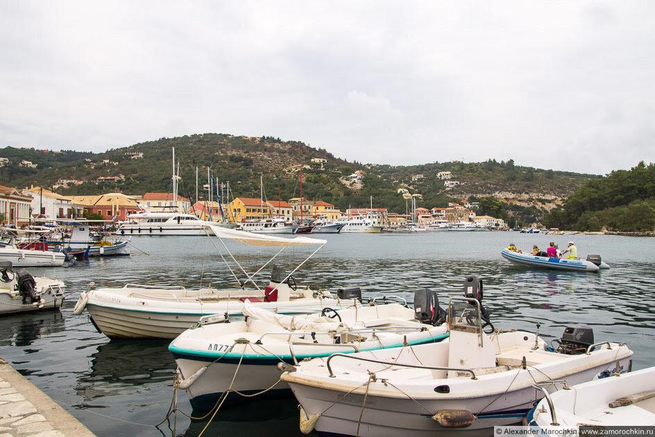 Лодки в порту Гайос