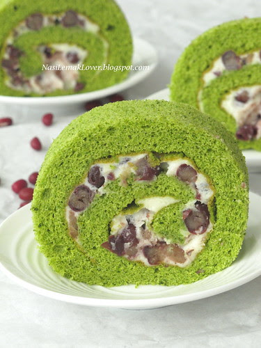 Green tea Swiss roll (with red bean and Mascarpone cheese)
