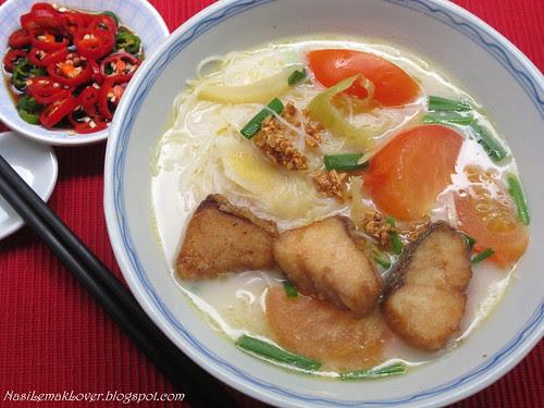 Fish fillet Mee Hoon soup (rice vermicelli noodle soup) 鱼肉米粉