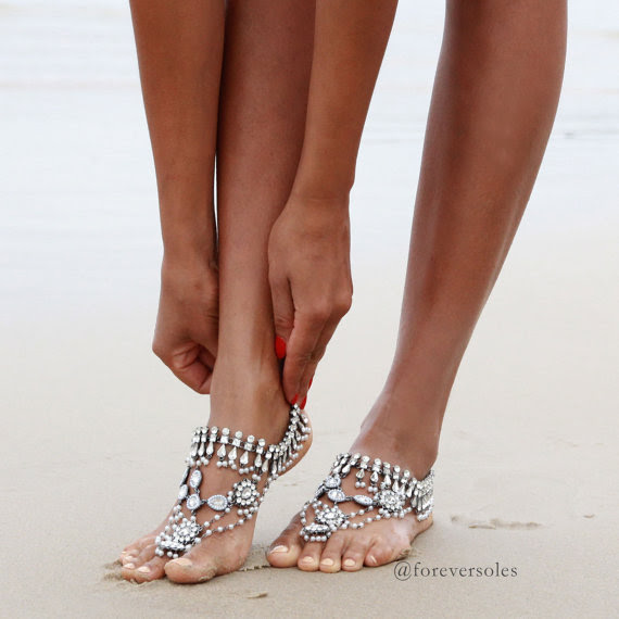 barefoot-beach-wedding-sandals.jpg (570×570)