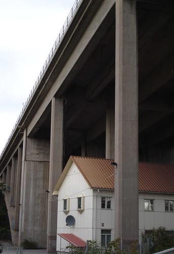 bridge house face