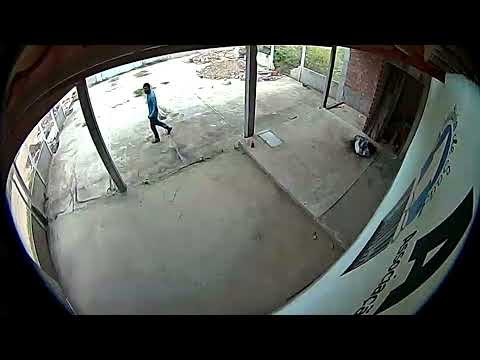 Criminoso é filmado tentando arrombar sede da Associação dos Agentes de Saúde, em Santa Cruz do Capibaribe