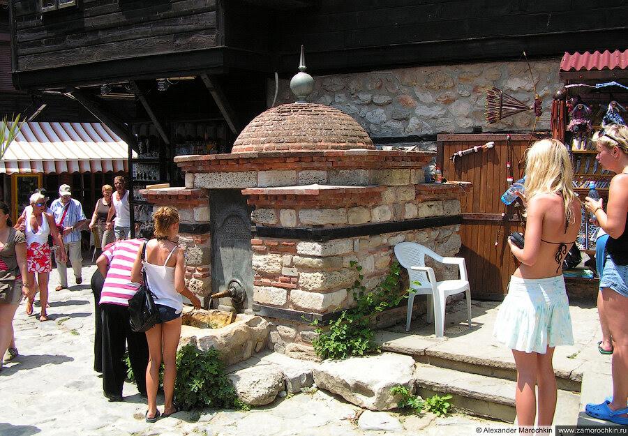 Турецкий фонтан в Несебре, Болгария