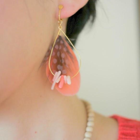 珊瑚と羽根のピアス