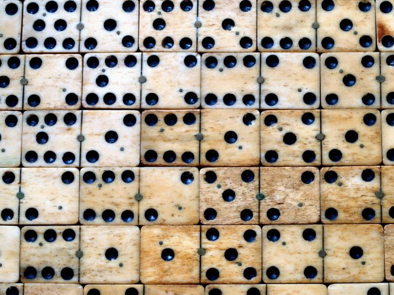 File:Domino whale-bone hg.jpg