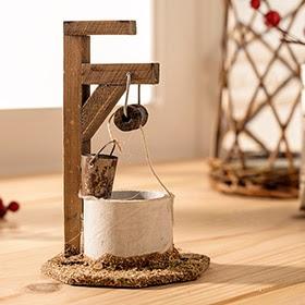 Pozo de madera con cubo de 7x11x7cm