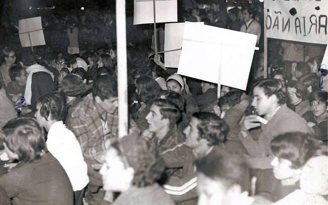 Agentes infiltrados se passavam por estudantes para relatar as atividades de movimentos estudantis para a ditadura militar. Foto: Arquivo Brasil Nunca Mais