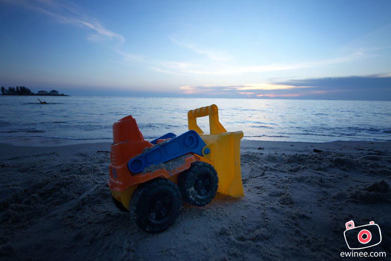 PD-toy-truck-sand