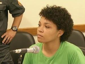 Manicure Suzana do Carmo de Oliveira Figueiredo durante segunda audiência no Fórum de Barra do Piraí (Foto: Reprodução/TV Rio Sul)