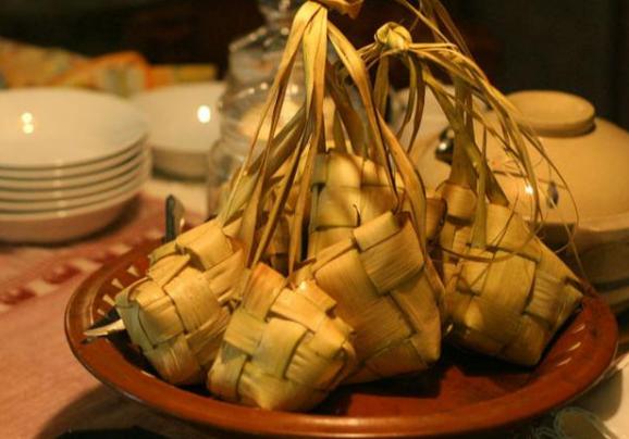 Ketupat, makanan khas Lebaran