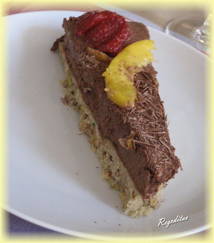 TARTA DE FRUTOS SECOS Y MOUSSE DE QUESO AL CHOCOLATE