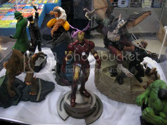 Comic book statues