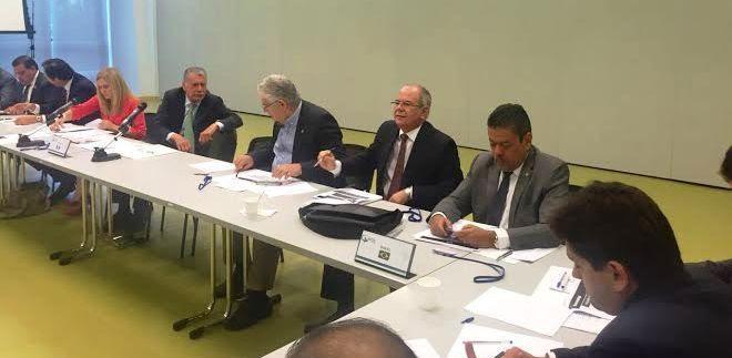 Hildo Rocha em atividade na comissão do Parlatino...