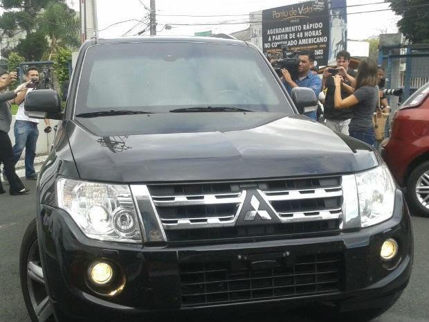 Tesoureiro do PT chega à PF, em Curitiba (Foto: Adriana Justi/G1)