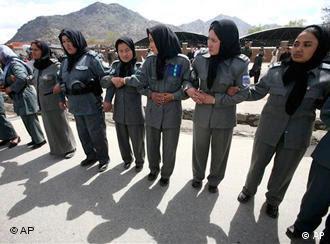 پس از سقوط رژیم طالبان، زنان افغانستان توانستند که در عرصه های مختلف پیشرفت کنند.