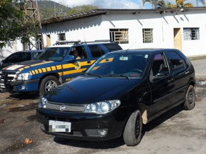 Homem é preso após aplicar golpe em idosa de 69 anos em Ubatuba (Foto: Divulgação/ PRF)