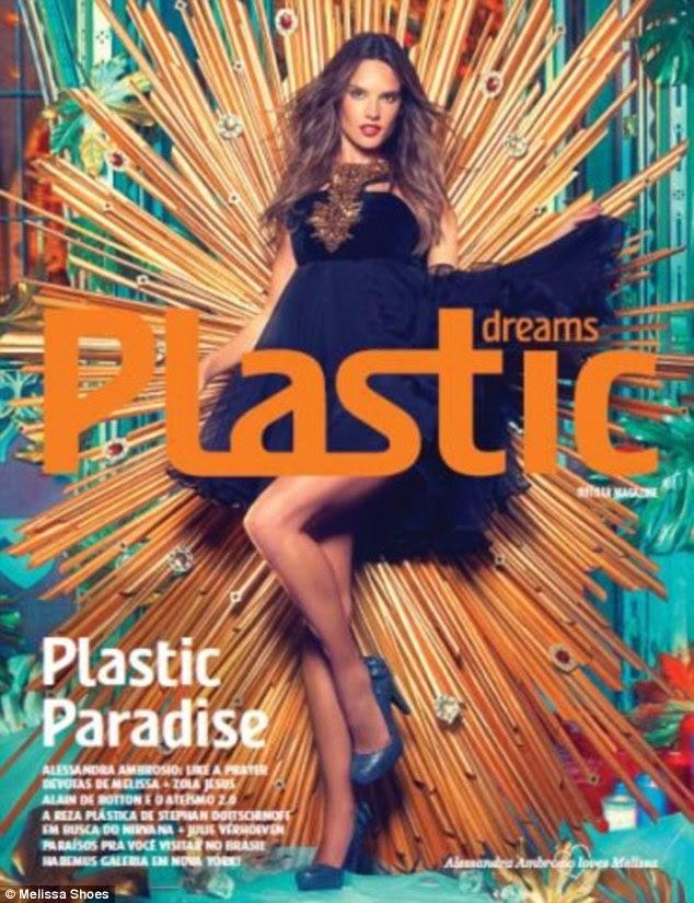 Sonhos de plástico: supermodelo da Victoria Secret cobre a última edição da revista da Melissa.  Os sapatos estão à venda a partir de agosto