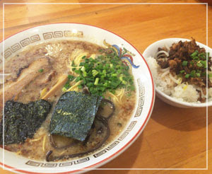 津田沼「南木商店」のとんこつラーメン。とっても美味しいですよー。