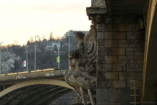 Omid H. Hassam: Budapest (Shabzendeha)