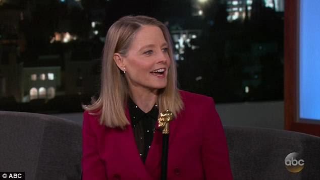 De volta ao filme: Jodie Foster está de volta em um filme - Hotel Artemis, que estréia sexta-feira. E na noite de segunda-feira a estrela do filme Jodie Foster parou ao vivo com Jimmy Kimmel para falar sobre seu retorno à atuação