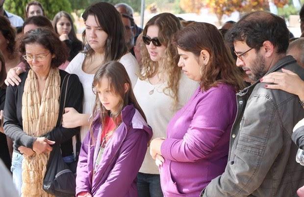 Família Magnani no sepultamento de Umberto Magnani (Foto: Lucas Pereira / Divulgação)
