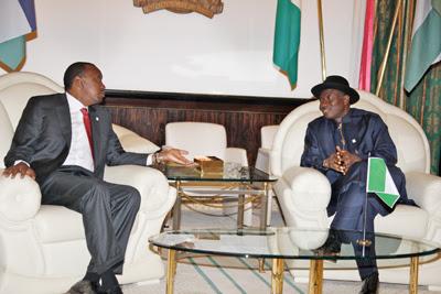 Talks between Mr Jonathan & Mr Kenyatta in Abuja