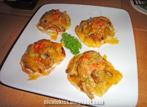 four mini scallop pizza