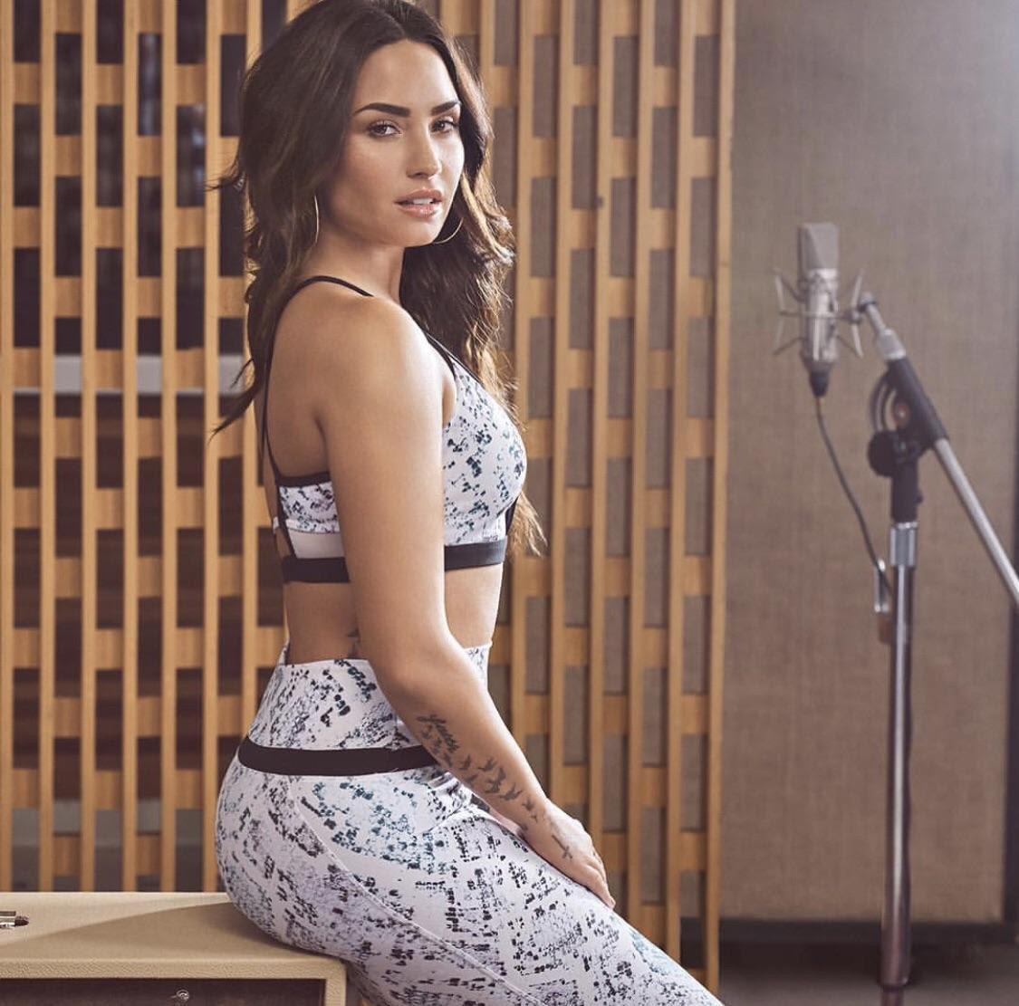 Demi Lovato Hot Personal Pics