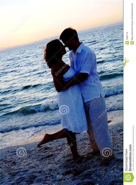 Beach Wedding Couple Silhouette Stock Images   Image: 7396774