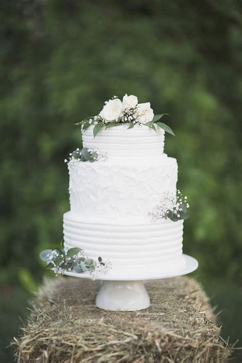 Best 25  White wedding cakes ideas on Pinterest   White