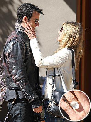 Jennifer Aniston Debuts Engagement Ring   Celebrity & Pop
