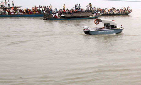 http://static.guim.co.uk/sys-images/Guardian/About/General/2012/5/1/1335856840773/Ferry-capsizes-in-India-008.jpg