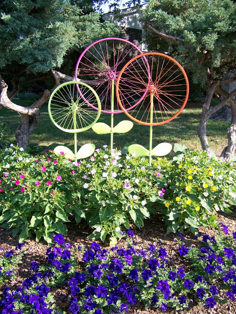 25 Fun Loving Garden Art Ideas By Upcycling Household Items Home
