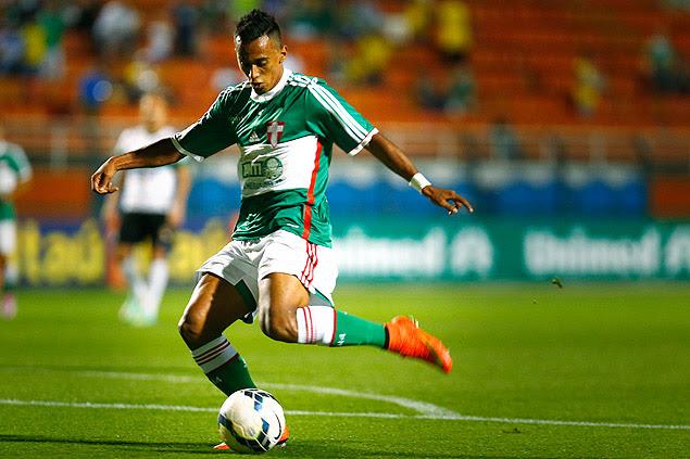 Juninho em partida pelo Palmeiras em 2014
