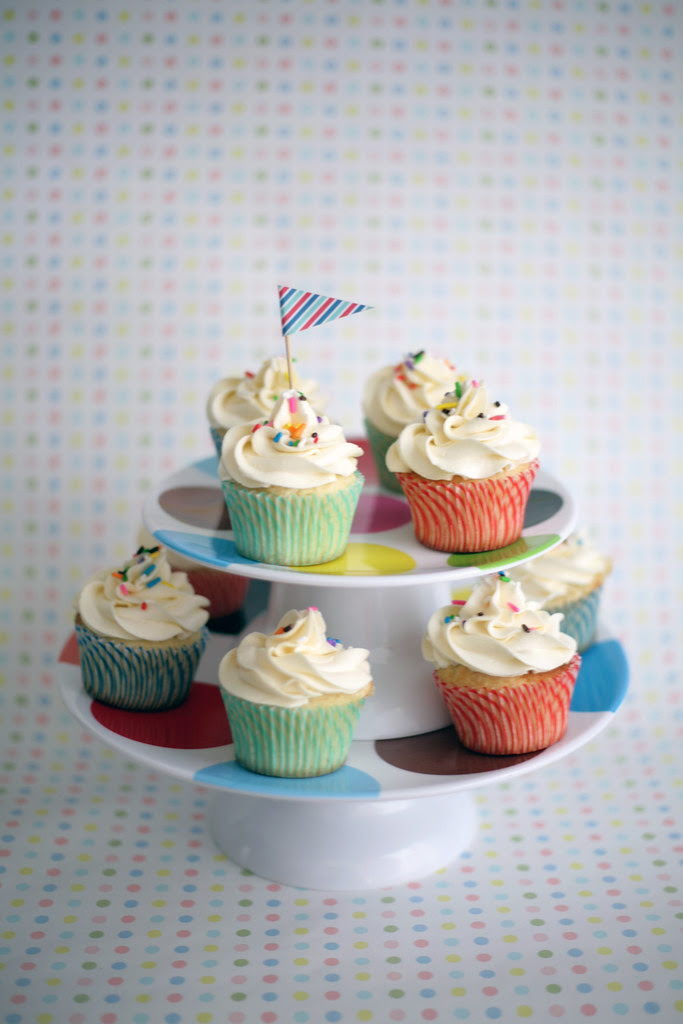 vanilla buttercream cupcakes, sprinkles