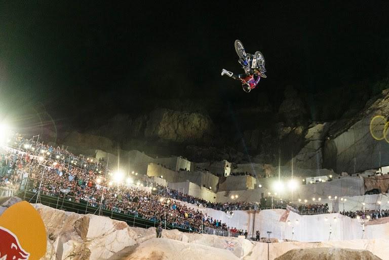 Ο Moore νικητής στο Red Bull X-Fighters της Αθήνας