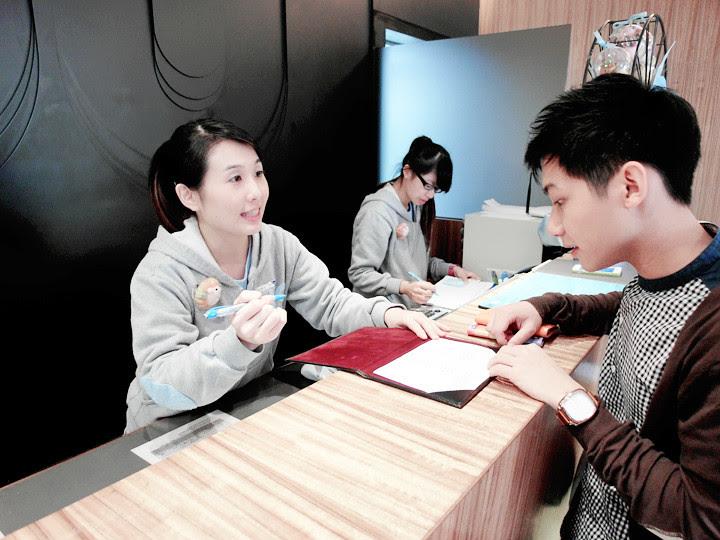 Just Sleep Hotel (Xi Men Ding) front desk