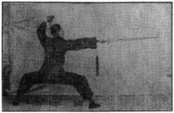 《昆吾劍譜》 李凌霄 (1935) - posture 47
